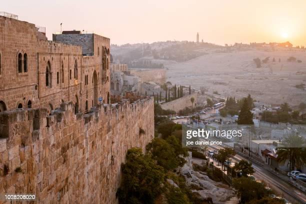 mount of olives, city walls, sunrise, jerusalem, israel - jerusalem antiga imagens e fotografias de stock