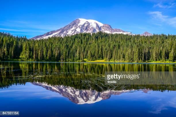 Mount Rainier och speglar Lake, Washington-USA