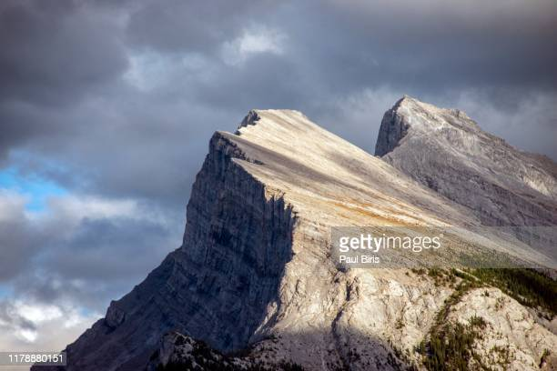 mount rundle in banff national park in alberta, canada - canadian rockies stock pictures, royalty-free photos & images