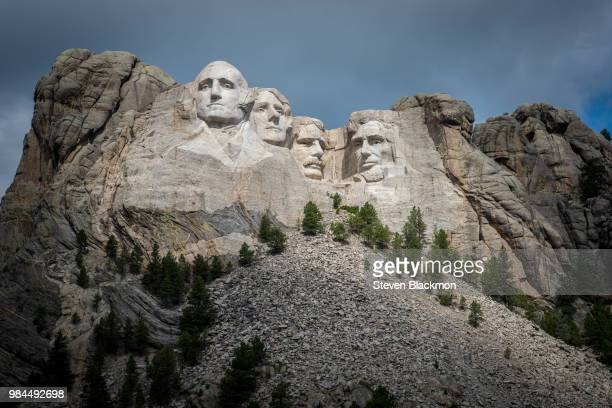 mount rushmore in washington, usa. - mt rushmore national monument stock pictures, royalty-free photos & images