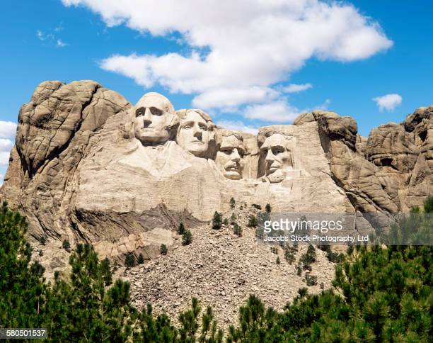mount rushmore monument under blue sky, south dakota, united states - president stockfoto's en -beelden