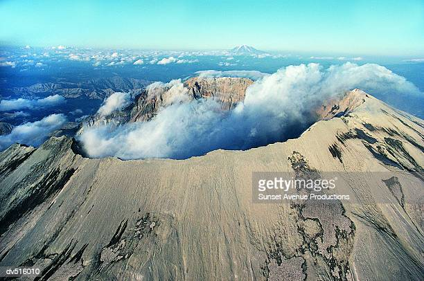 mount saint helens volcano, cascade mountain range, washington, usa - mount st. helens stock pictures, royalty-free photos & images
