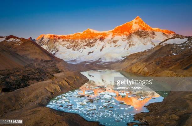 mount san lorenzo east face and glacial lake at dawn - cambiamenti climatici foto e immagini stock