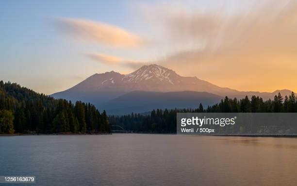 mount shasta and lake siskiyou at dawn, california, usa - siskiyou stock pictures, royalty-free photos & images
