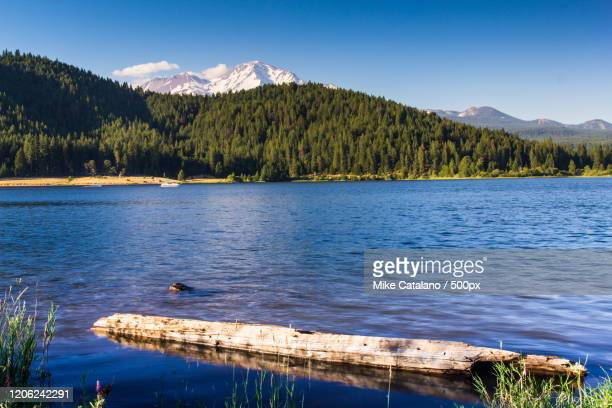 mount shasta impressive view from lake siskiyou - siskiyou stock pictures, royalty-free photos & images