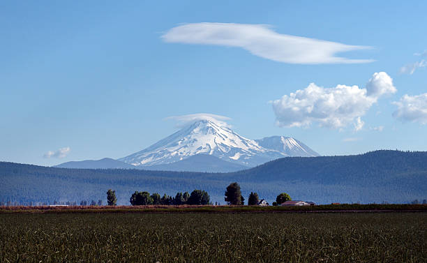 mount shasta located at the southern end of the cascade range in