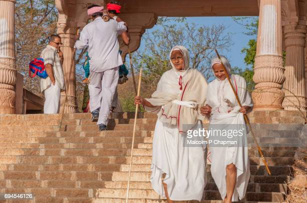 mount shatrunjaya, jain nuns make pilgrimage at palitana, gujarat, india - palitana stock photos and pictures