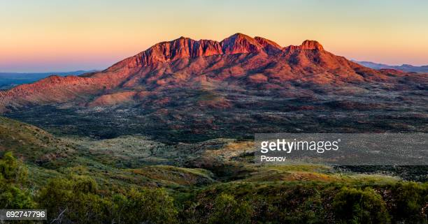 mount sonder - alice springs stock pictures, royalty-free photos & images