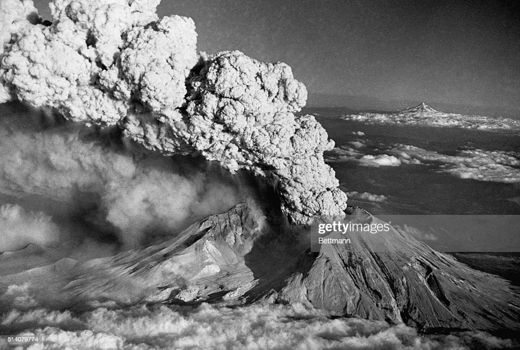 Mount St. Helens Eruption and Mount Hood : News Photo