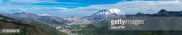 mount st helens summit panoramic 35 years after volcanic eruption - mount st. helens stock pictures, royalty-free photos & images
