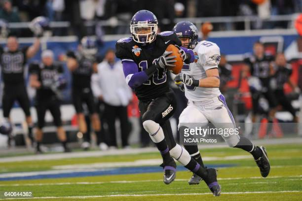 Mount Union College All Purpose Player Cecil Shorts Iii Scores On A
