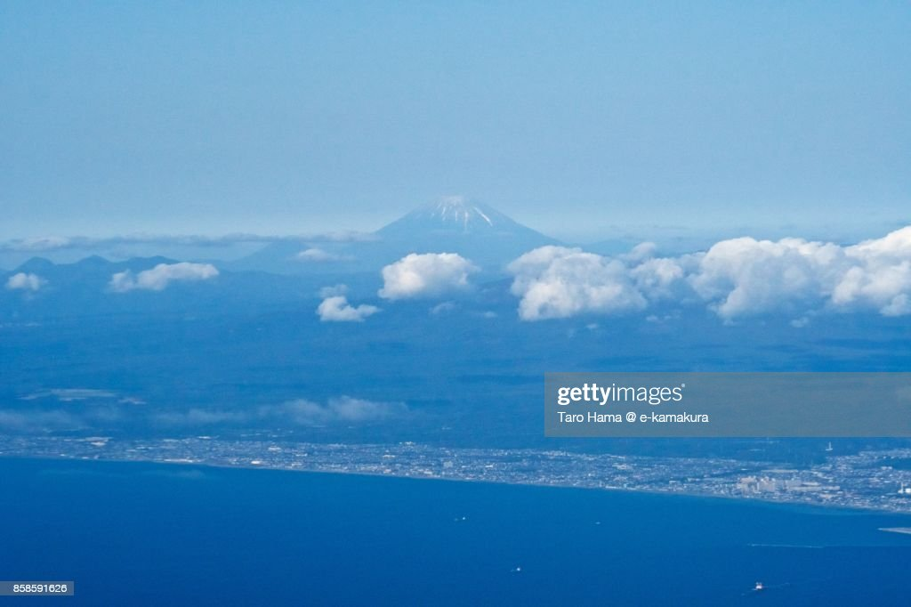 Mount Yotei, active volcano and Tomakomai city in Hokkaido in Japan daytime aerial view from airplane : Stock-Foto