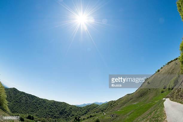 Paysage montagne colline et dans les Alpes italiennes