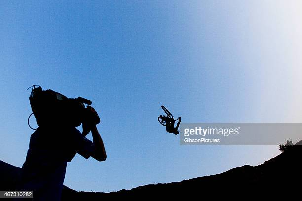 mountain bike cameraman - redoubtable film stock photos and pictures