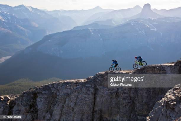 mountain bike canadá - mountain bike fotografías e imágenes de stock