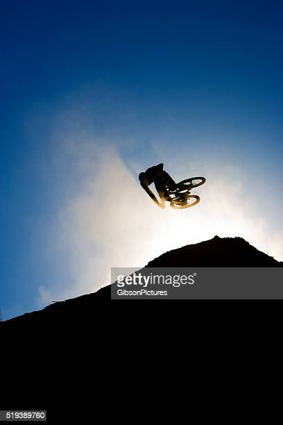 mountain bike dirt jump - big air bildbanksfoton och bilder
