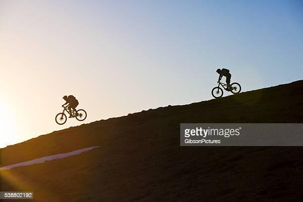 mountain bike divertimento - mountain bike foto e immagini stock
