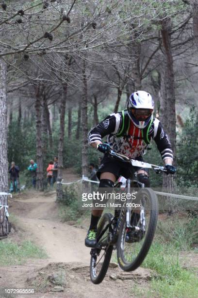 mountain bike - gras stock pictures, royalty-free photos & images