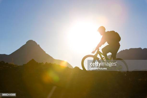mountain bike rider - cross country cycling stock pictures, royalty-free photos & images