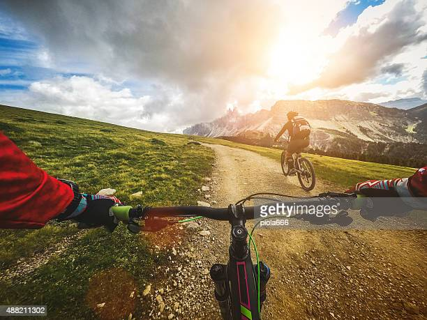 mountain bike: single trail in two - motorsport stock pictures, royalty-free photos & images