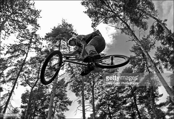 mountain biker aerial jump - gary colet stock pictures, royalty-free photos & images