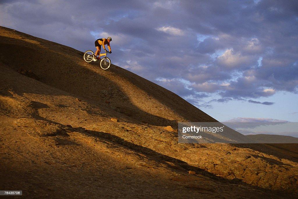 Mountain biker descending Slickrock Trail , Moab , UT : Stockfoto