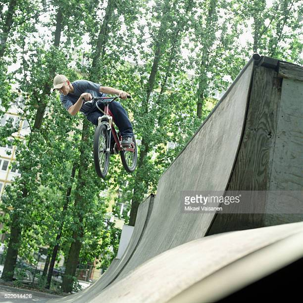 mountain biker jumping in halfpipe - half pipe stock pictures, royalty-free photos & images