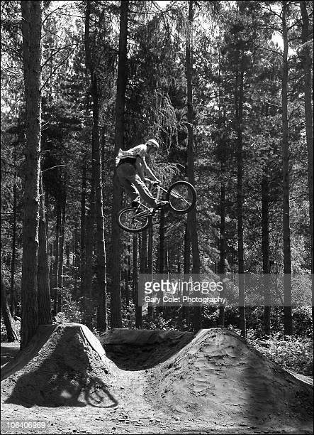 mountain biker jumps - gary colet stock pictures, royalty-free photos & images