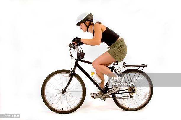 Ciclismo de montaña en fondo blanco