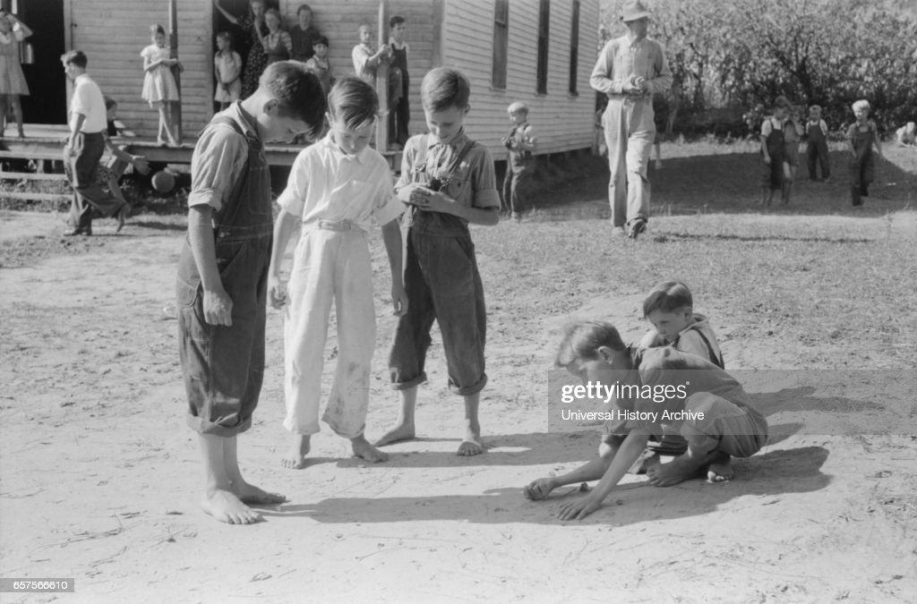 Mountain Children Playing Marbles after School, Breathitt County, Kentucky, September 1940 : News Photo