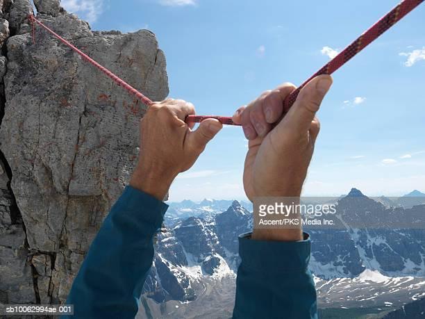 mountain climbers holding on rope, close-up - dan peak fotografías e imágenes de stock