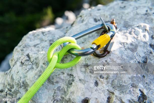 mountain climbing equipment pov - sicherheitsausrüstung stock-fotos und bilder