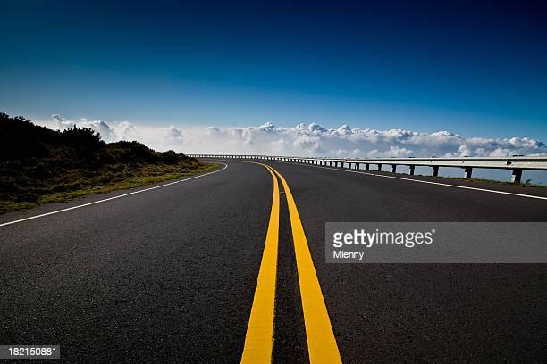 Mountain Highway in Richtung Wolken, der Haleakala, Maui, Hawaii
