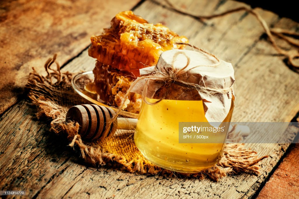 Mountain Honey In A Glass Jar And Honeycomb, Vintage Wooden Back : Stock-Foto