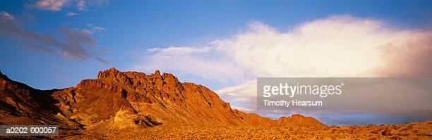 mountain in desert - timothy hearsum stock pictures, royalty-free photos & images
