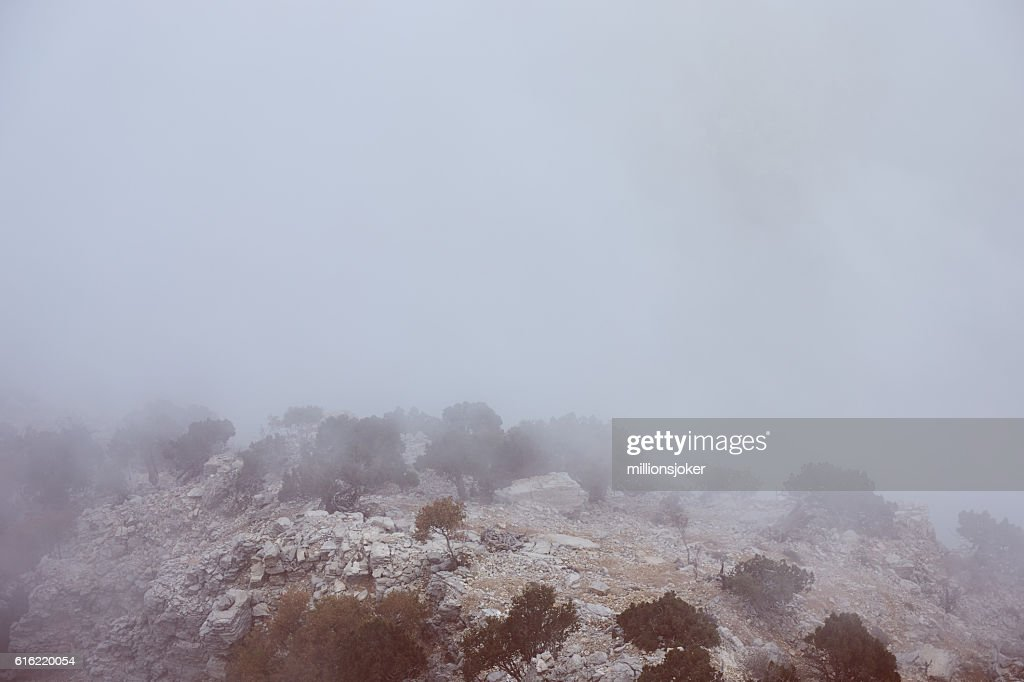 Mountain in Fog : Stockfoto