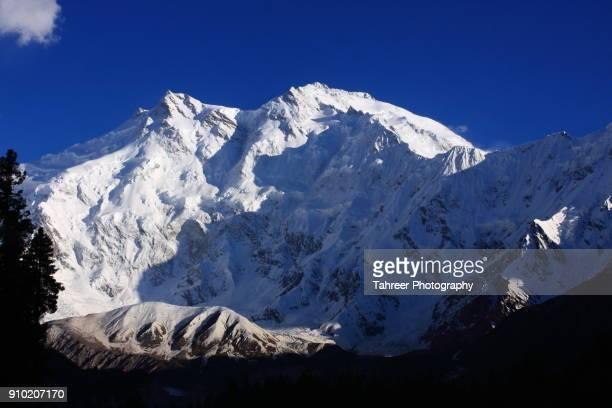 mountain in snow - イスラマバード ストックフォトと画像