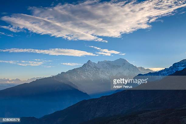 mountain in the himalayas on a background beautifu - anton petrus stock pictures, royalty-free photos & images