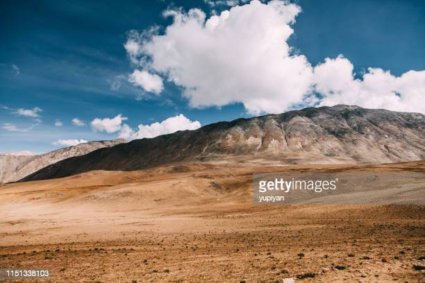 mountain in tibet - gobi desert stock pictures, royalty-free photos & images