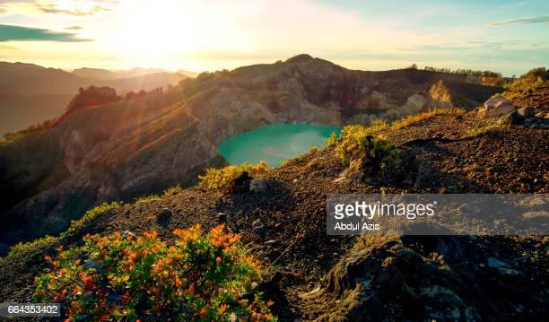 mountain kelimutu sunrise - ende - flores - east nusa tenggara - flores indonesia fotografías e imágenes de stock