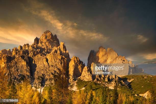 paesaggio montano delle dolomiti venet vicino cortina d'ampezzo - parco nazionale foto e immagini stock