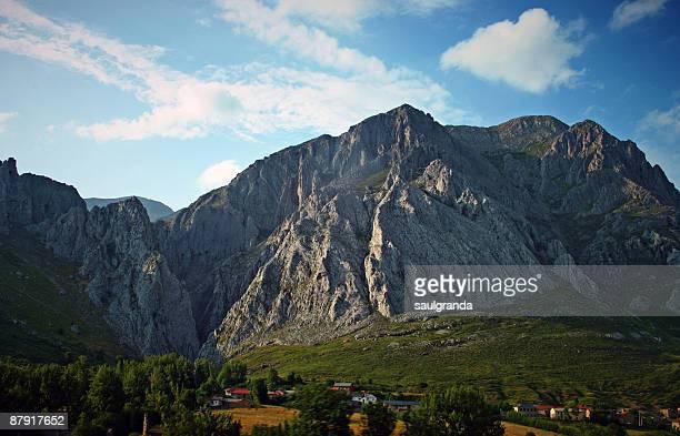 mountain landscape - leon boden stock-fotos und bilder