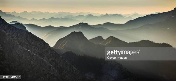 mountain layers in north cascades national park, washington, usa. - カスケード山脈 ストックフォトと画像