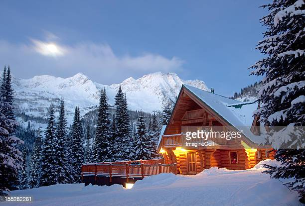 mountain lodge in winter - british columbia stock pictures, royalty-free photos & images
