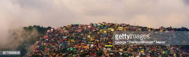 mountain of houses - paisajes de filipinas fotografías e imágenes de stock