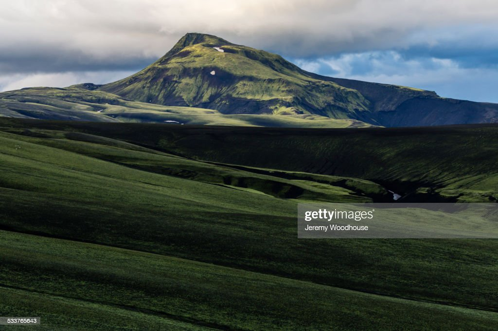 Mountain over rolling hills in rural landscape : Foto stock