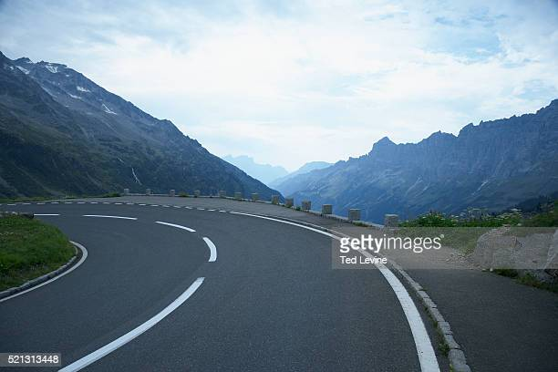 mountain pass - mountain pass stock pictures, royalty-free photos & images