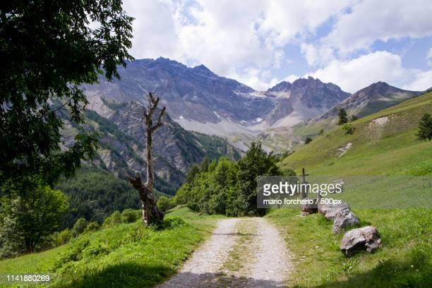 mountain path - バルドネキア ストックフォトと画像