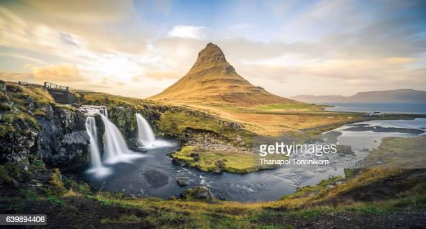 mountain peak (kirkjufell) in iceland - reykjavik stock pictures, royalty-free photos & images