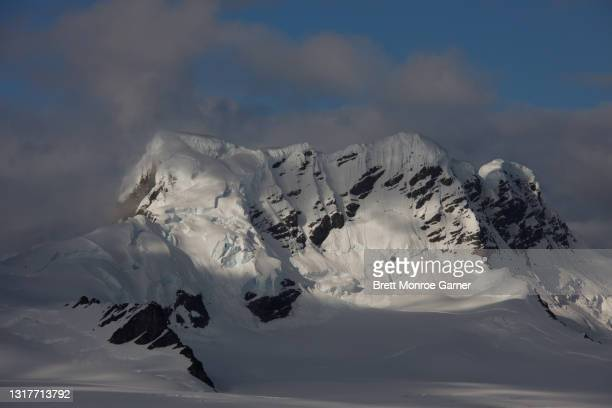 mountain peaks in antarctica - antarctic sound stock pictures, royalty-free photos & images